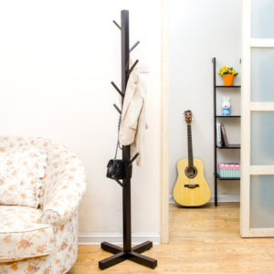 Деревянная стойка для одежды своими руками фото