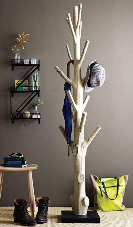 Деревянная вешалка дерева (из ствола дерева)