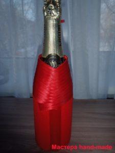 Новогодняя одежда для шампанского из атласной ленты своими руками