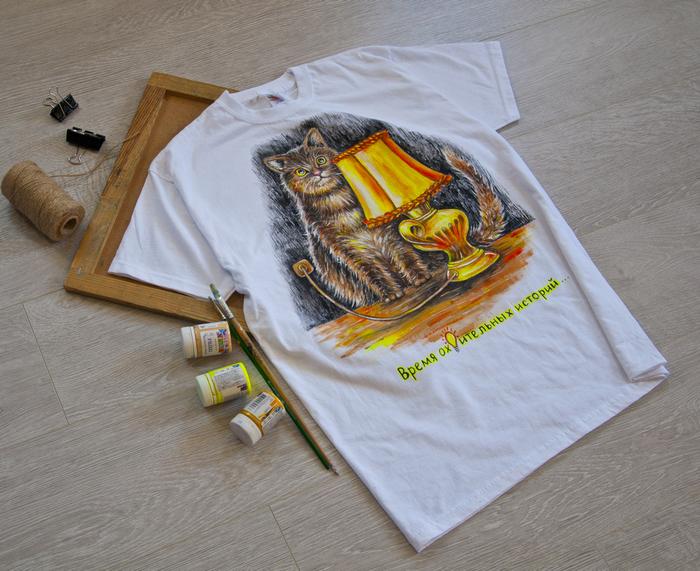 Кот акриловыми красками на футболке