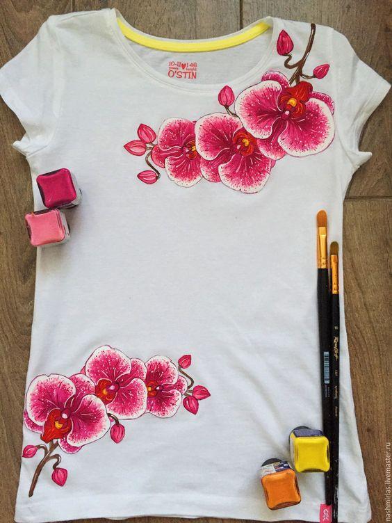 Цветы акриловыми красками на футболке