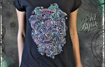Роспись футболки акриловыми красками