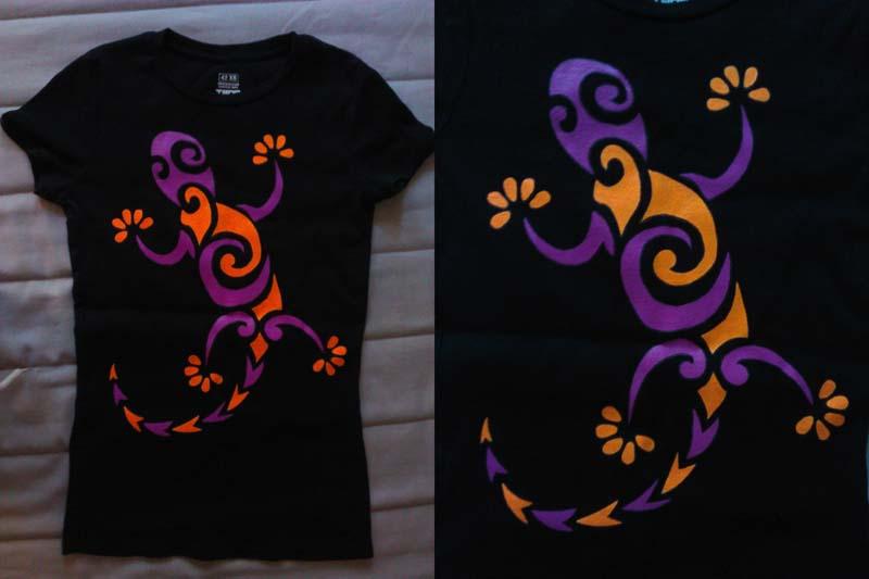 Ящерица акриловыми красками на футболке