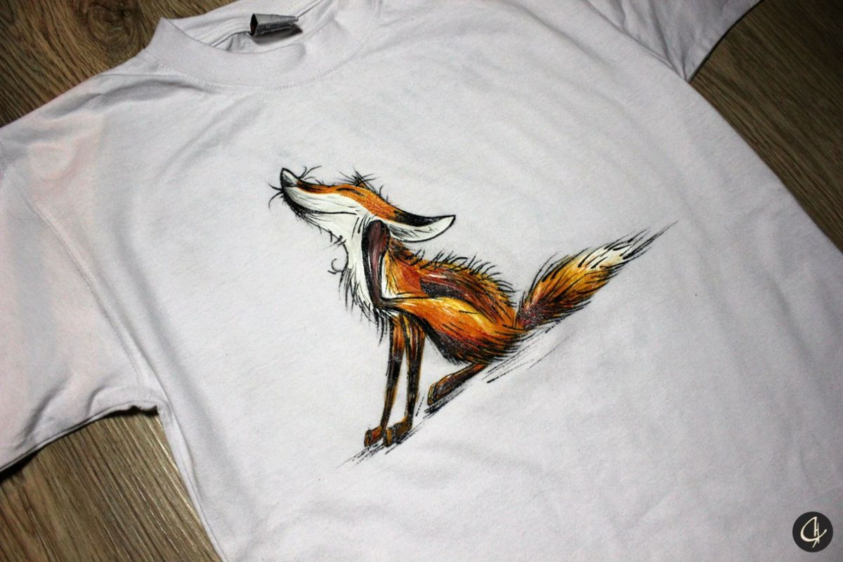 Лиса акриловыми красками на футболке