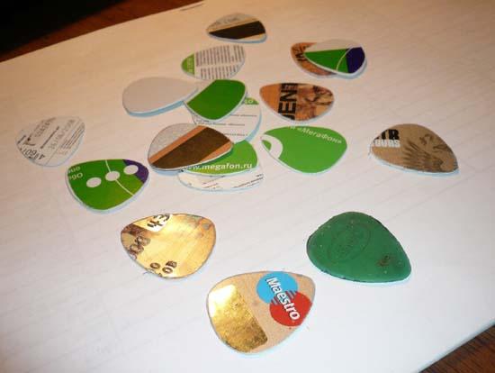 медиатор из пластиковой карточки