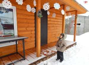 Снежинки, выполненные своими руками из пенопласта